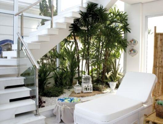 jardim-de-inverno-na-sala-escada