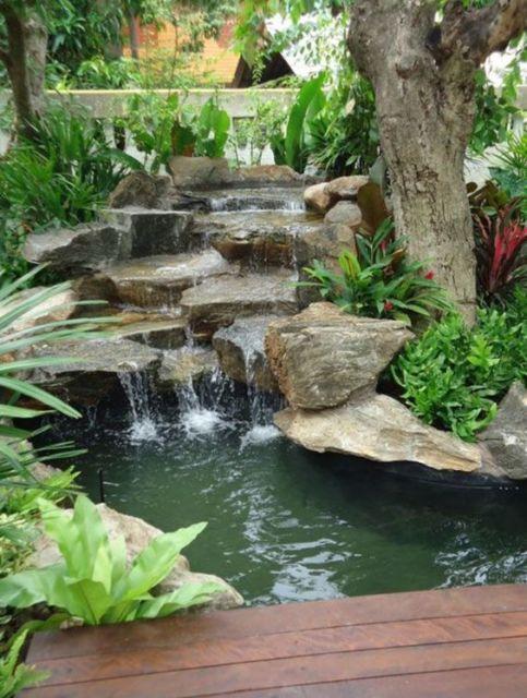 cascata com pedras