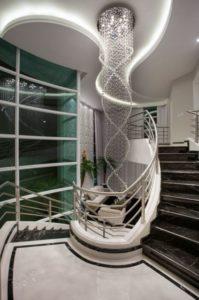 modelos de lustre para escada