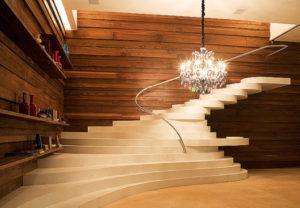 lustre para escada na decoração