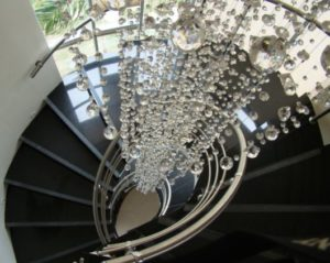 lustre para escada bolas de cristal