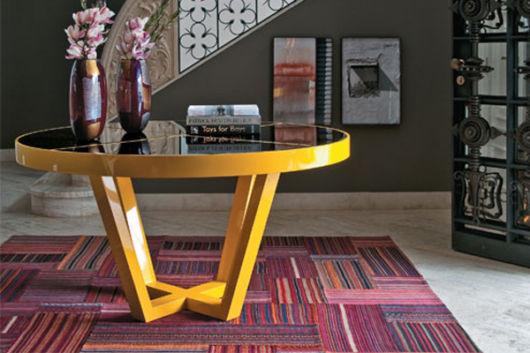 móveis laqueados mesa amarela