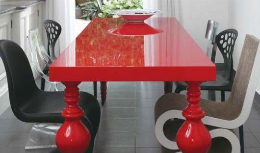 móveis laqueados mesa vermelha
