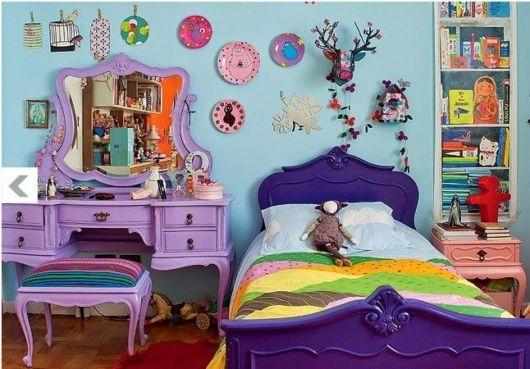 móveis laqueados quarto roxo