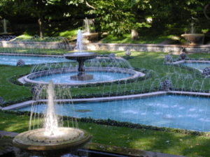 chafariz para jardim com piscina