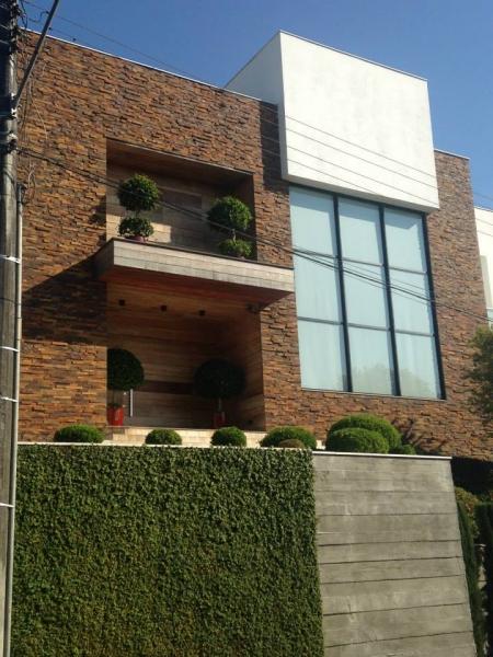 casa com muro verde