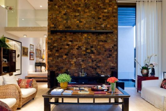 sala de estar com pedra decorativa