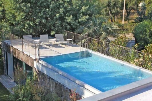 piscina-suspensa-em-casa