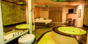 quarto com banheira integrada com hidro moderno