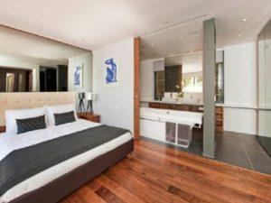 quarto com banheira integrada moderno