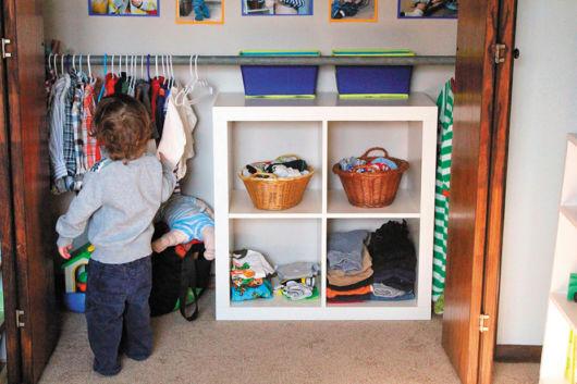 quarto-montessori-roupas