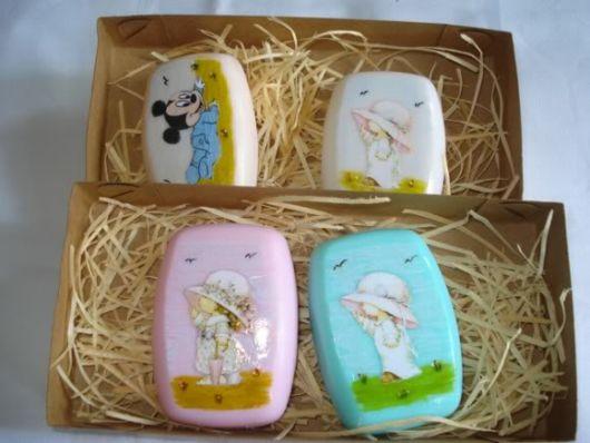 sabonetes decorados com adesivo