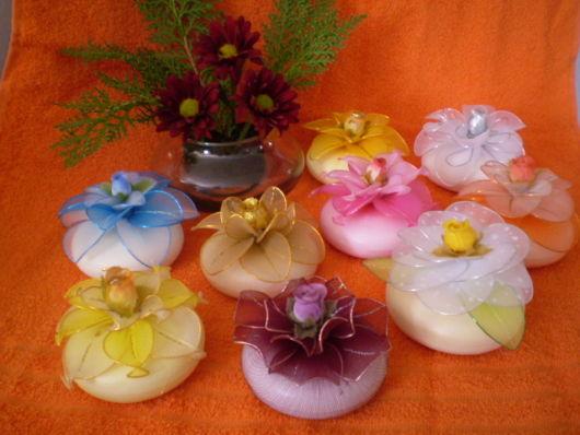sabonetes decorados com meia de seda