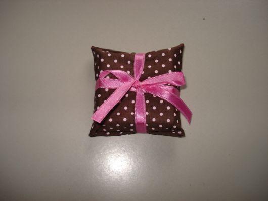 sabonetes decorados com tecido bolinhas