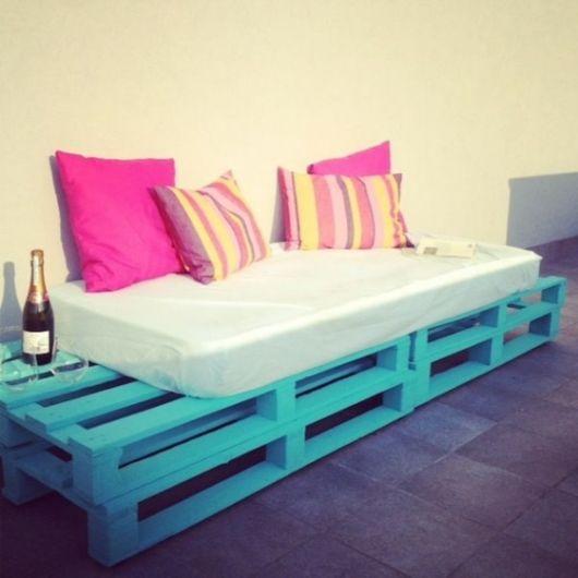 sofa-de-pallet-colorido