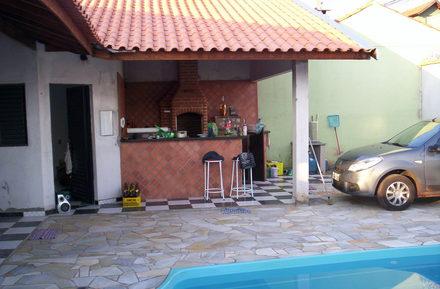 area-de-lazer-com-piscina-com-churrasqueira-4