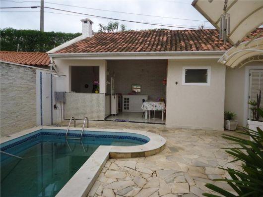 area-de-lazer-com-piscina-com-churrasqueira-5