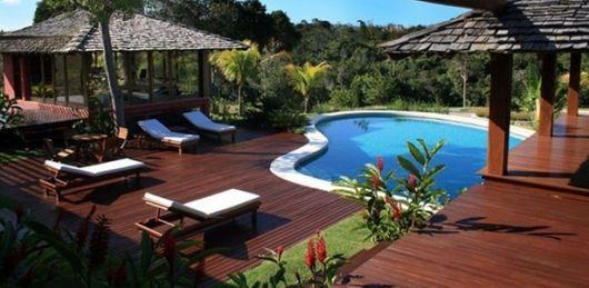 area-de-lazer-com-piscina-de-luxo