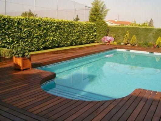 area-de-lazer-com-piscina-e-jardim-vertical-5