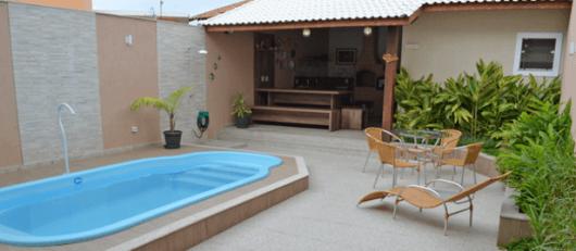 area-de-lazer-com-piscina-simples-e-pequena-2