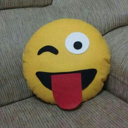 emoji mostrando a língua