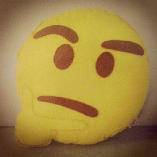 emoji pensativo