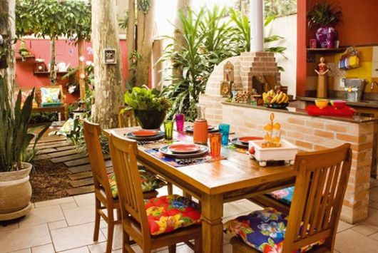 terraço com mesa