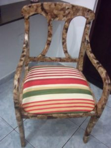 cadeira com artesanato com filtro de café