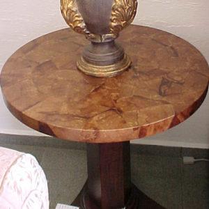 mesa revestida com artesanato com filtro de café
