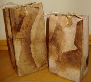 sacola com artesanato com filtro de café