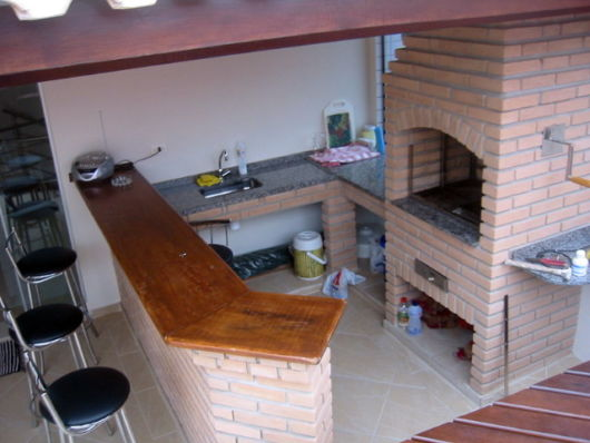 balcao-para-churrasqueira-com-madeira