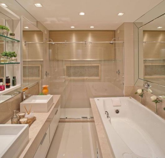 banheiro com banheira