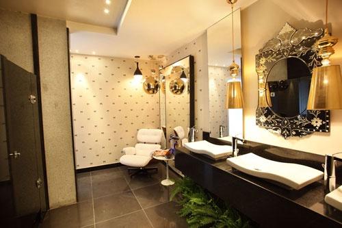 banheiro com samambaia