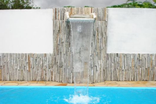 cascata-para-piscina-alvenaria-ideias