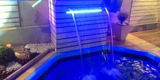 cascata-para-piscina-com-led-como-e