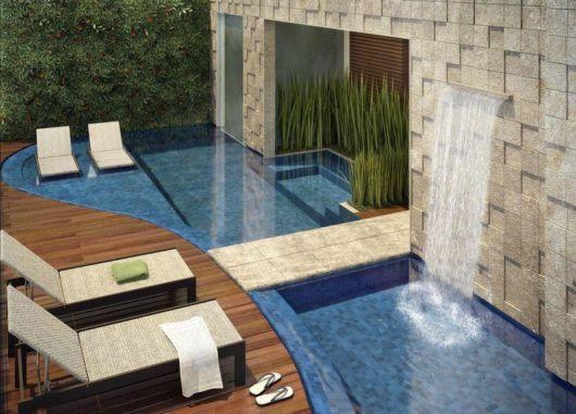 cascata-para-piscina-com-pedra-rustica