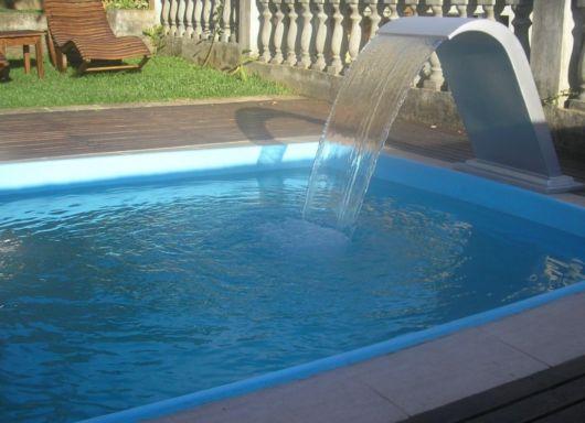 cascata-para-piscina-de-fibra-ideias
