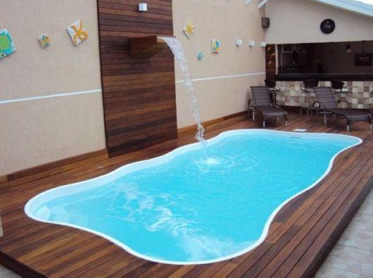 Cascata para piscina ideias e de 50 modelos lindos for Piscinas interiores pequenas
