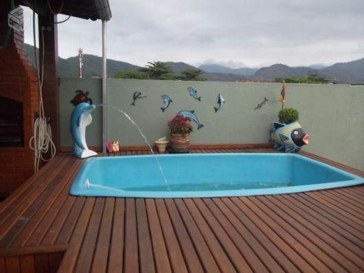 Cascata para piscina ideias e de 50 modelos lindos for Piscina fibra em l
