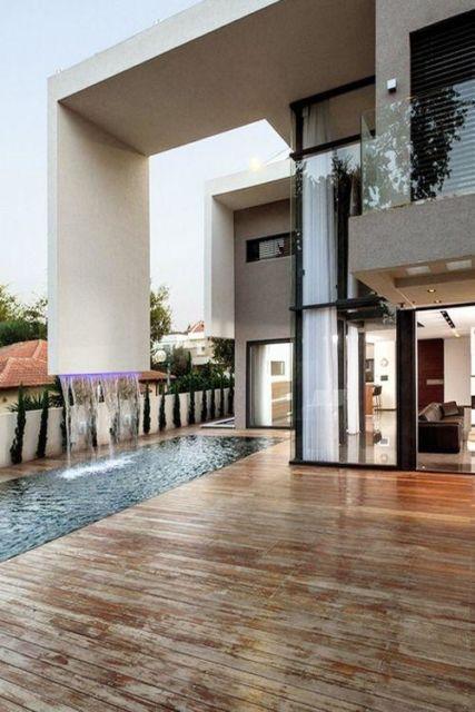 cascata-para-piscina-luxo-e-moderna