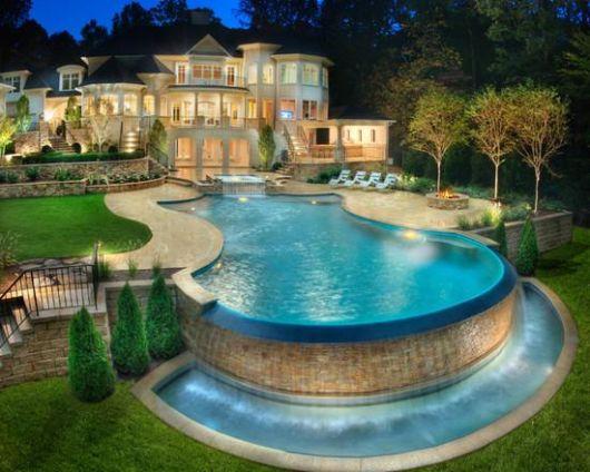 cascata-para-piscina-luxuosa