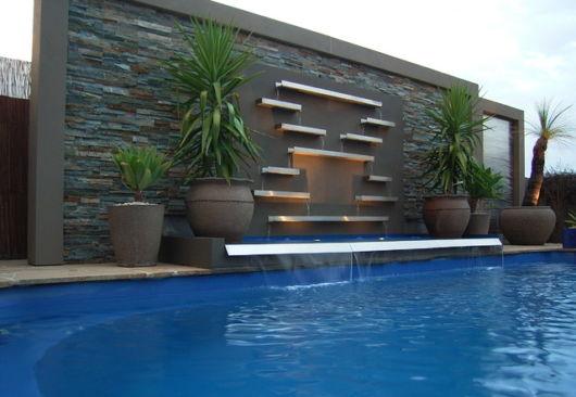 Cascata para piscina ideias e de 50 modelos lindos for Piscina moderna