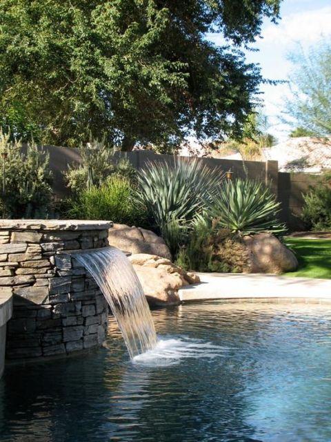 cascata-para-piscina-pedra