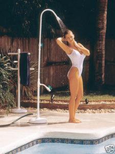 chuveiro para piscina que muda de lugar