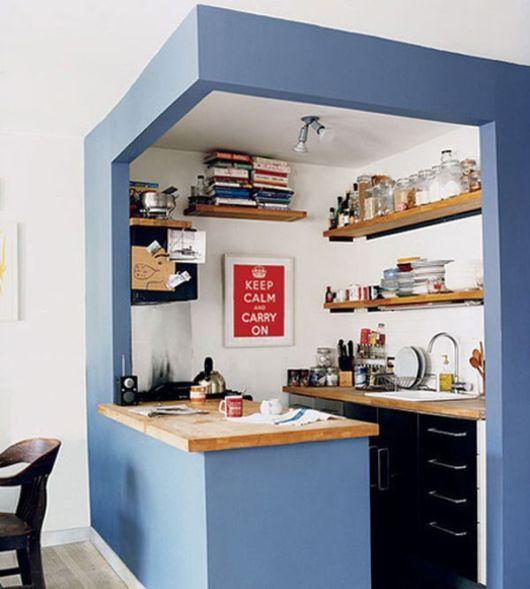 cozinha-americana-pequena-azul-claro