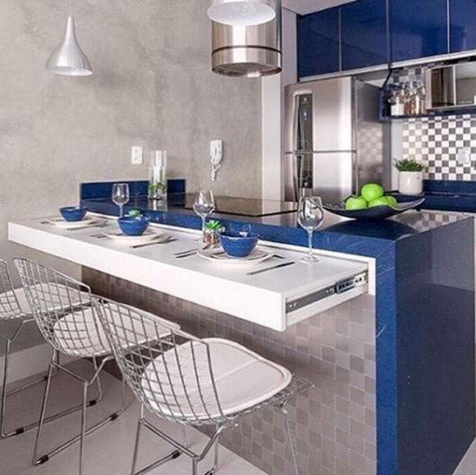 cozinha-americana-pequena-azul