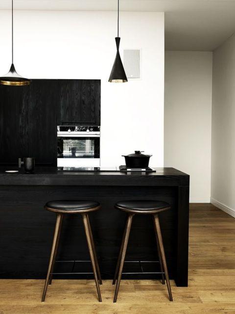 cozinha-americana-pequena-cor-preta-e-branca