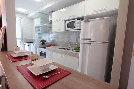 cozinha-americana-pequena-corredor-bancada