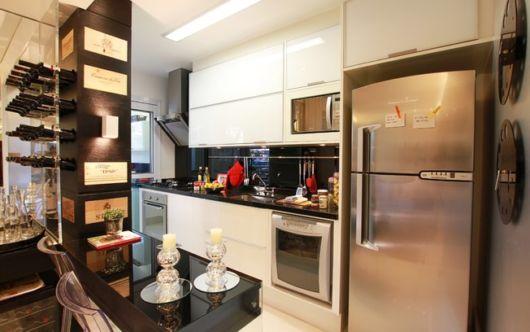 cozinha-americana-pequena-corredor