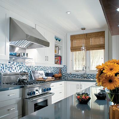 cozinha-americana-pequena-pastilhas-azuis